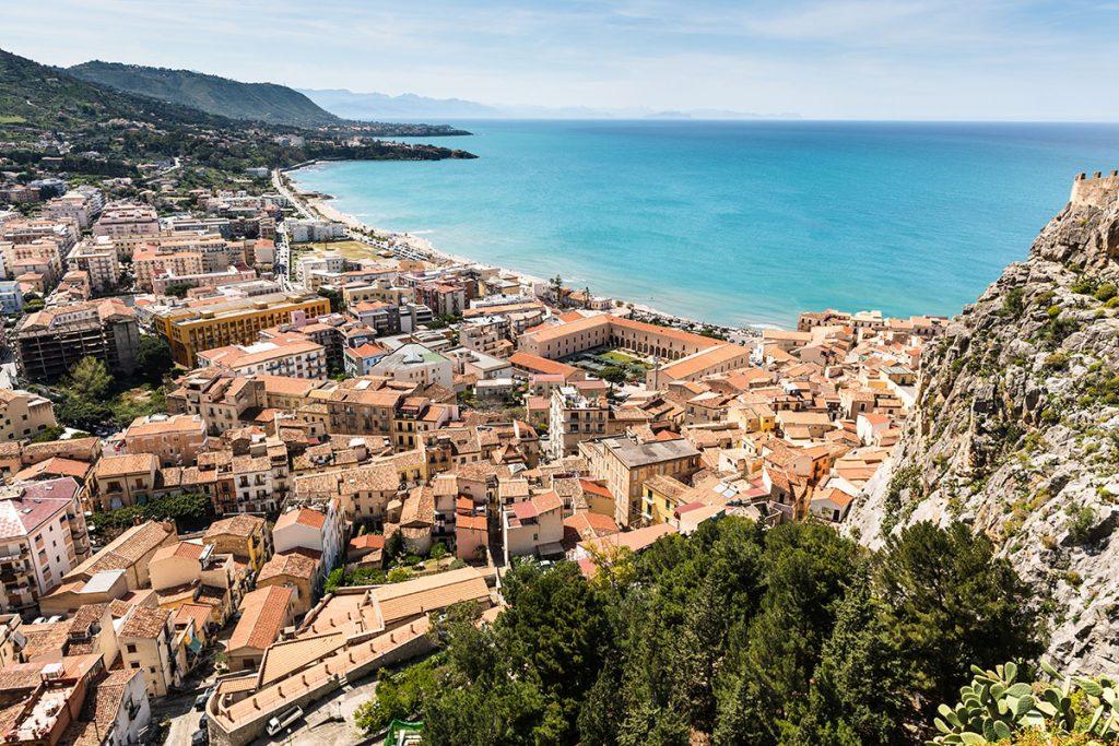 sicilie tips stadje aan de zee