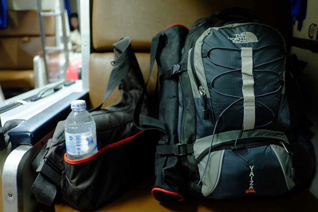 backpacks-in-de-trein-travesol